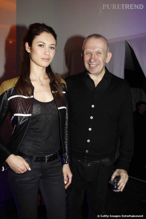 Olga Kurylenko et Jean-Paul Gaultier au défilé Jean-Paul Gaultier