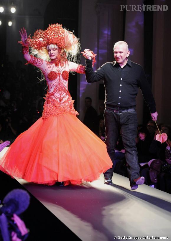 Arielle Dombasle et Jean-Paul Gaultier au défilé Jean-Paul Gaultier