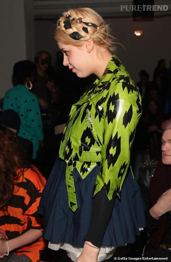 Vêtue d'un perfecto vert Jeremy Scott, Peaches rendait hommage à la maison.