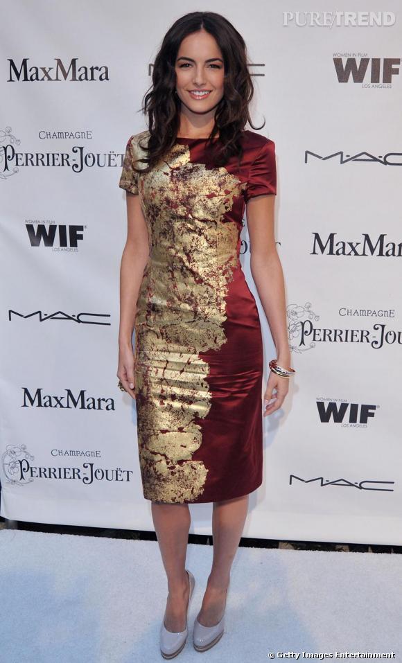 Camilla Belle, sublime en robe brillante Jason Wu