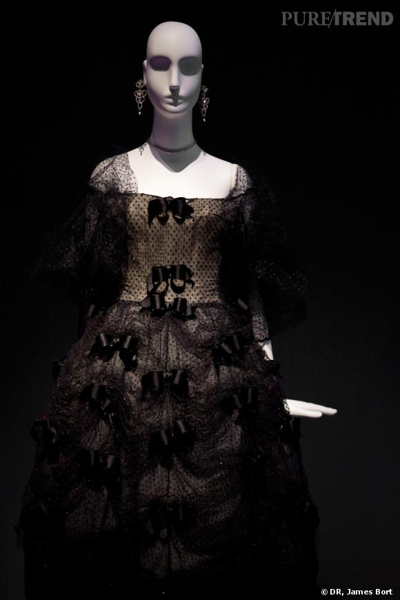 "Robe de cocktail en tulle, collection dite ""Trapèze"" Yves Saint Laurent pour Christian Dior, présentée en 1958."
