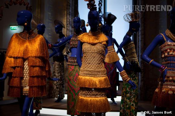 """Tenues de la collection africaine Printemps-Eté 1967, dans la salle intitulée """"Dans le miroir de l'Art""""."""