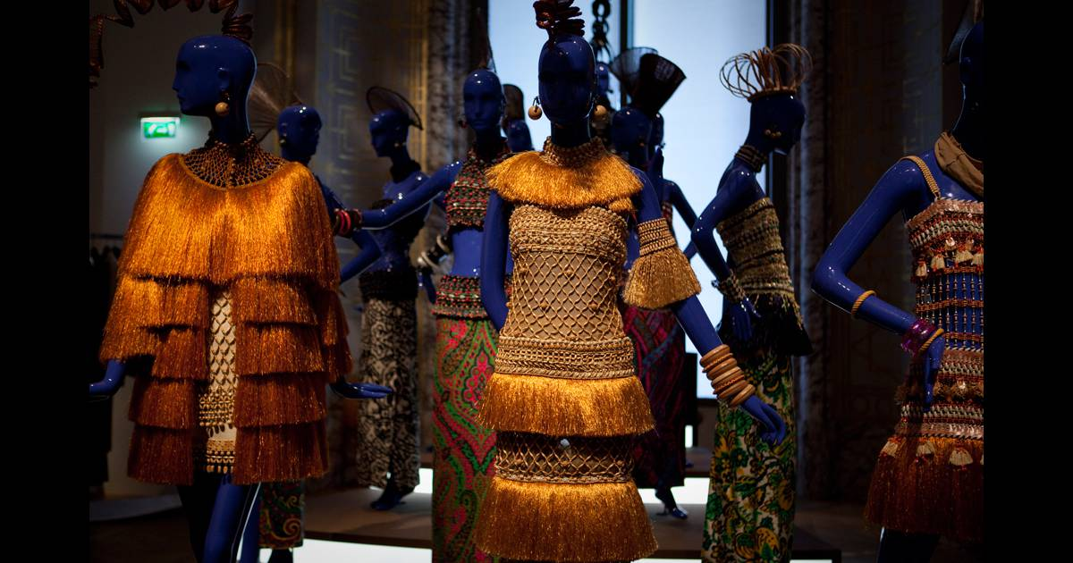 Tenues de la collection africaine printemps et 1967 dans for Miroir dans l art