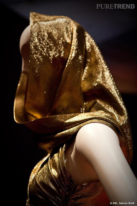 Robe du soir en drapé lamé, collection Automne-Hiver 1991.