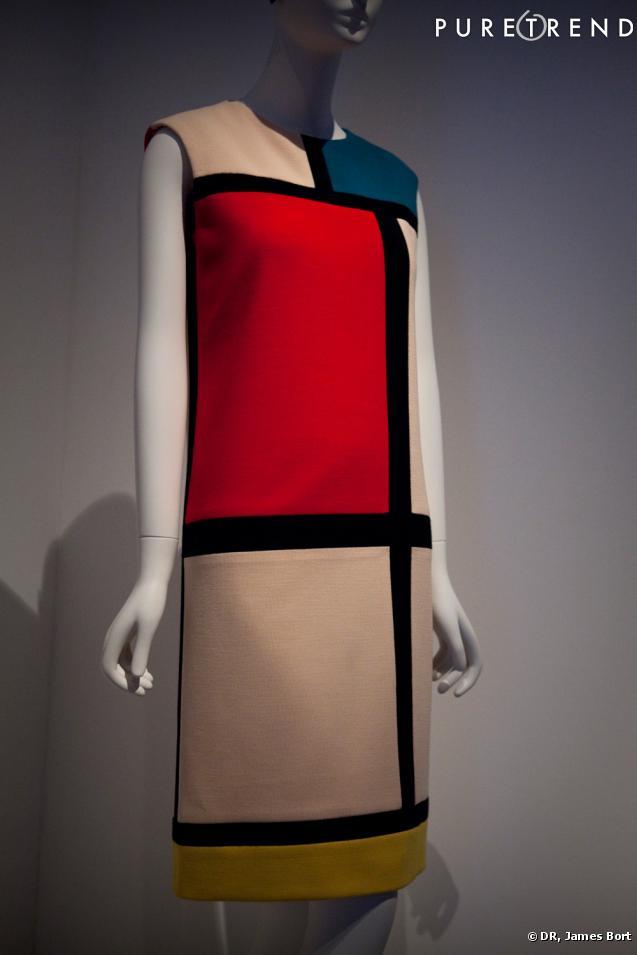 """Robe Mondrian créée en 1965, dans la salle intitulée """"Dans le miroir de l'Art""""."""