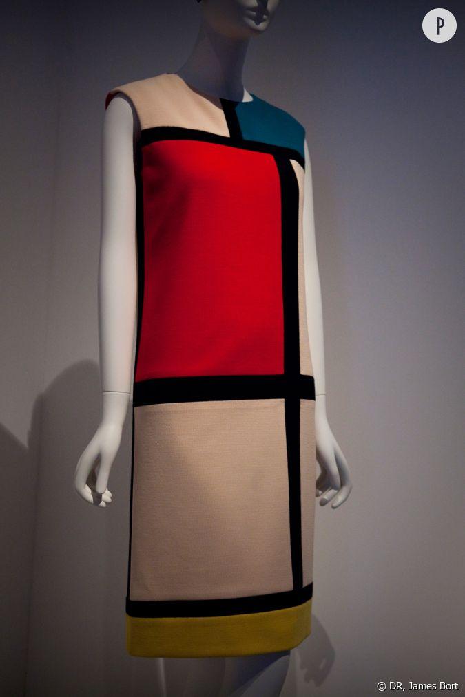 Robe mondrian cr e en 1965 dans la salle intitul e dans for Miroir dans l art