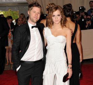 Emma Watson et Christopher Baily en total look Burberry lors du Costume Institute Gala au MET à New York.