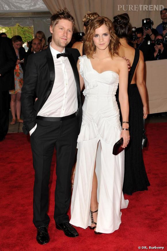 Emma Watson et Christopher Baily en total look Burberry lors du Costume Institute Gala au MET à New York.