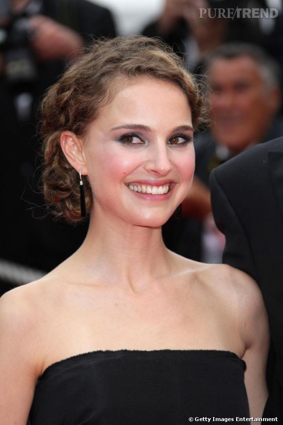 Natalie Portman, un chignon aux ondulations apprivoisées.