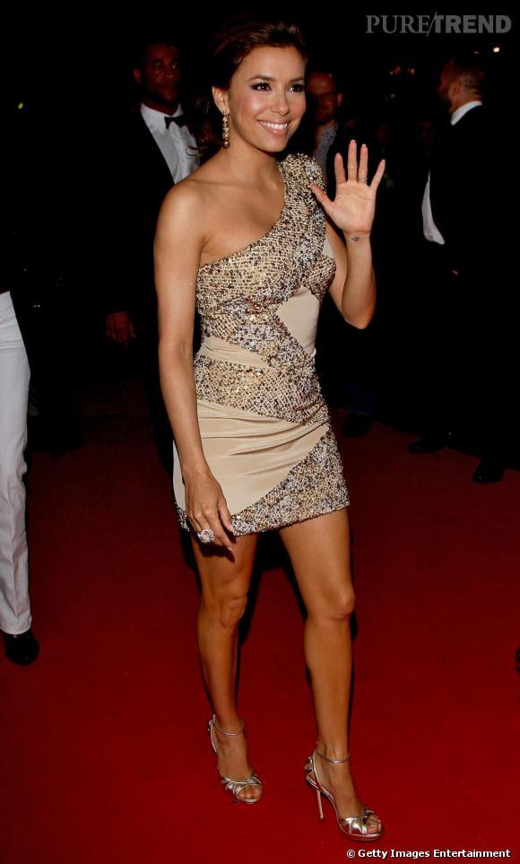 Eva Longoria brille de mille feux, sexy en Elie Saab.
