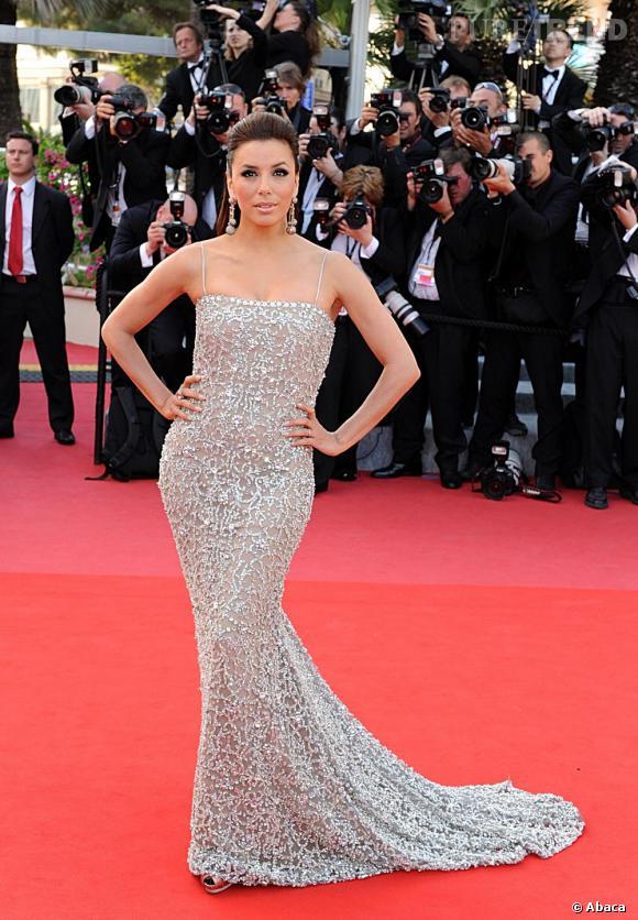 Eva Longoria sait être sexy même en longue robe fourreau. La preuve avec cette somptueuse pièce Naeem Khan.