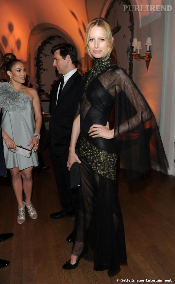 Karolina Kurkova, super top dans une longue robe transparente signée Chanel.
