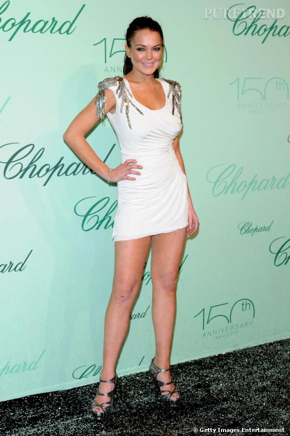 Lindsay Lohan fait son grand retour sur la Croisette, toujours aussi court vêtue.