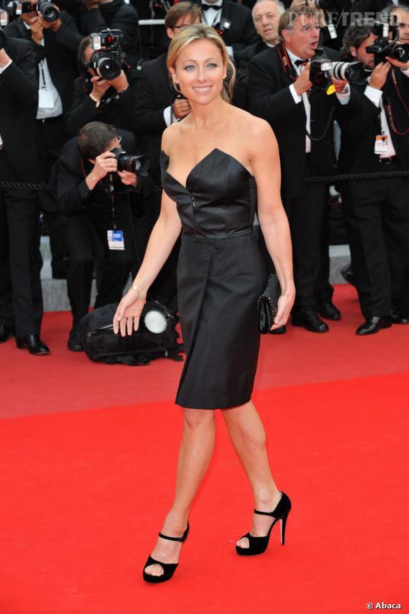 Anne-Sophie Lapix était également sur la Croisette cette semaine, ultra sensuelle dans une robe bustier avantageusement coupée.