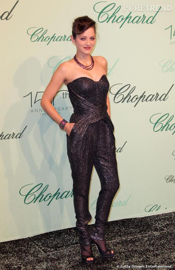 Sexy et rock'n roll, tel est le crédo mode de la jolie Marion Cotillard pour sa première apparition à Cannes lors de la soirée Chopard.