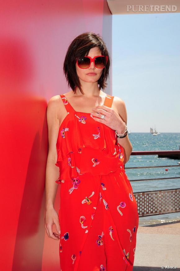 Delphine Chanéac prend la pose sous le soleil cannois