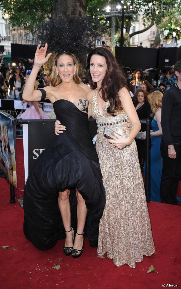 Kristin Davis aux côtés de Sarah Jessica Parker en Alexander McQueen.