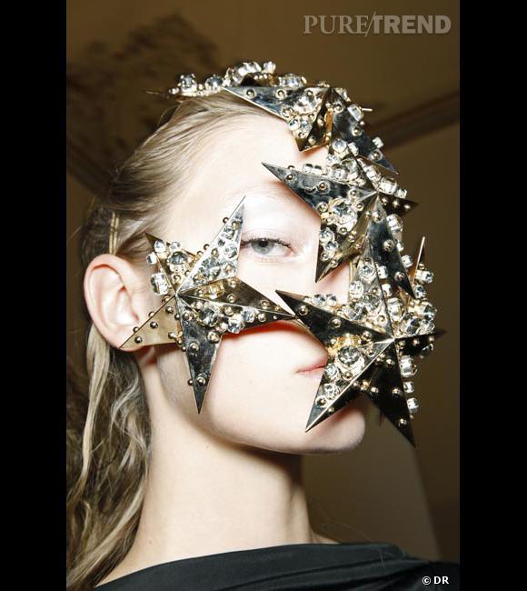 En mode Gaga La voie lactée ? Non, dîtes plutôt des bijoux de peau revisités par Sconamiglio.
