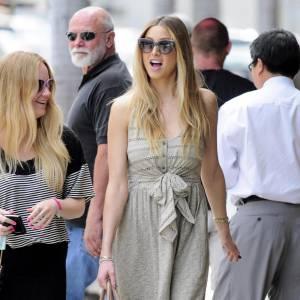 La modeuse de The Hills, Whitney Port ravissante en robe d'été bi-matière dans les rues de Los Angeles.