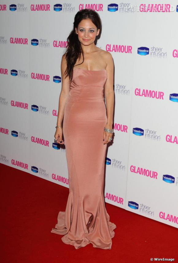 Nicole Richie en robe Winter Kate aux Glamour Women of the Year Awards