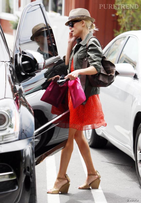 Reese Witherspoon discrète mais so fashion de la tête aux pieds.