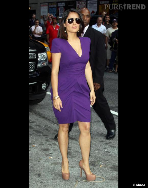 Salma Hayek choisit Alexander McQueen pour l'habiller. Divin.