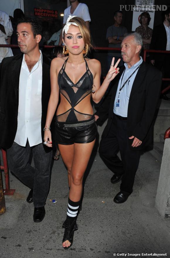 Miley Cyrus en tenue de scène