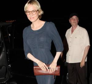 Renée Zellweger étonnante avec des lunettes