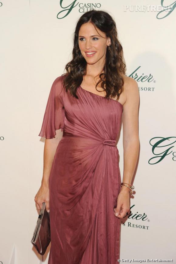 Jennifer Garner habillée d'une robe asymétrique de la collection pre-fall 2009 Alberta Ferretti.