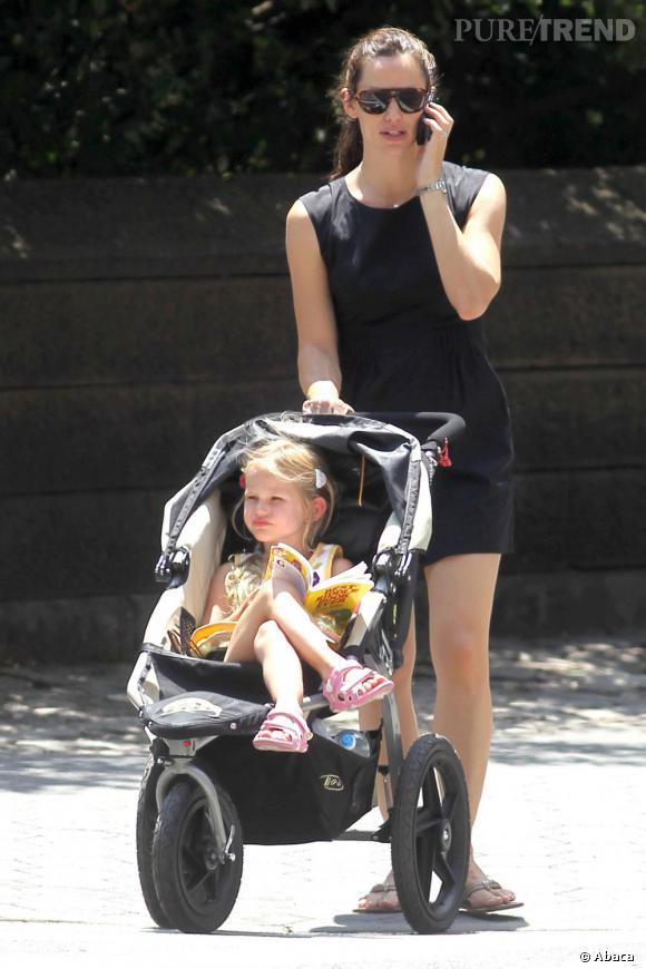 Jennifer Garner opte pour la petite robe noire et s'offre un look élégant sans trop d'efforts.