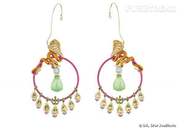 """Dior Joaillerie       Boucles d'oreilles du """"Coffret de Victoire"""", or jaune, diamants, opales vertes, béryls jaunes, saphirs roses, spessartites,tsavorites, tourmalines Paraïba, et laque."""