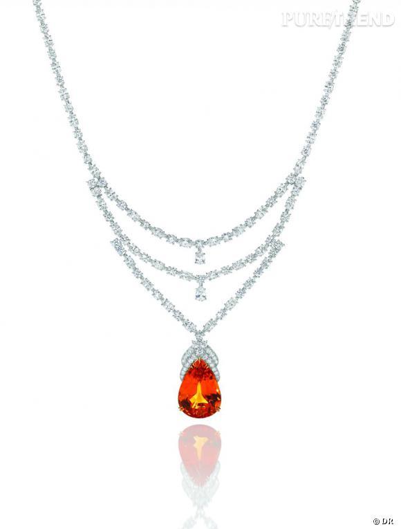 Harry Winston       Collier en grenat mandarin taille poire, 40.89 carats ; 136 diamants taille marquise et brillant - 28.66 carats. Monture platine.