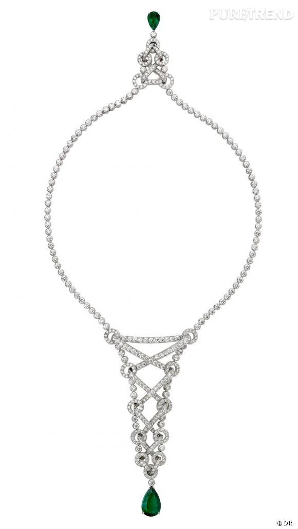 Piaget       Collier en forme de corset, inspiré du thème de la couture, en or blanc 18 carats sertis de 426 diamants taille brillant (env.32.18 ct) et 2 émeraudes taille poire (env. 11.04 ct)