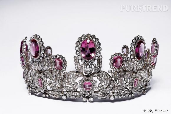 Collection Faerber       Parure royale composé d'une tiare, d'un collier, d'une paire de bracelets, d'une broche et d'une paire de boucles d'oreilles, montée sur or et argent, sertie de topazes roses et de diamants. Pièces datées de la première moitié du 19ème siècle.