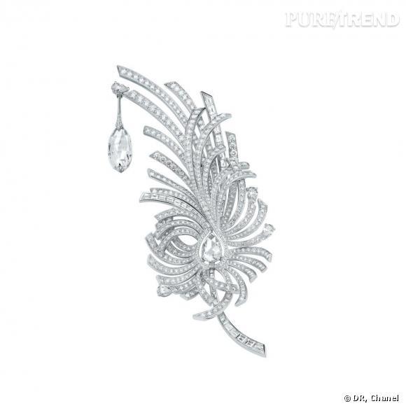"""Chanel Joaillerie       Broche """"Aigrette"""" en or blanc 18 carats, serti d'un diamant taille briolette de 8 carats, 1 diamant taille rose de 2 carats, 4 diamants taille poire pour un poids total de 2 carats, 43 diamants taille baguette pour un poids total de 5 carats et 596 diamants taille brillant pour un poids total de 12 carats."""