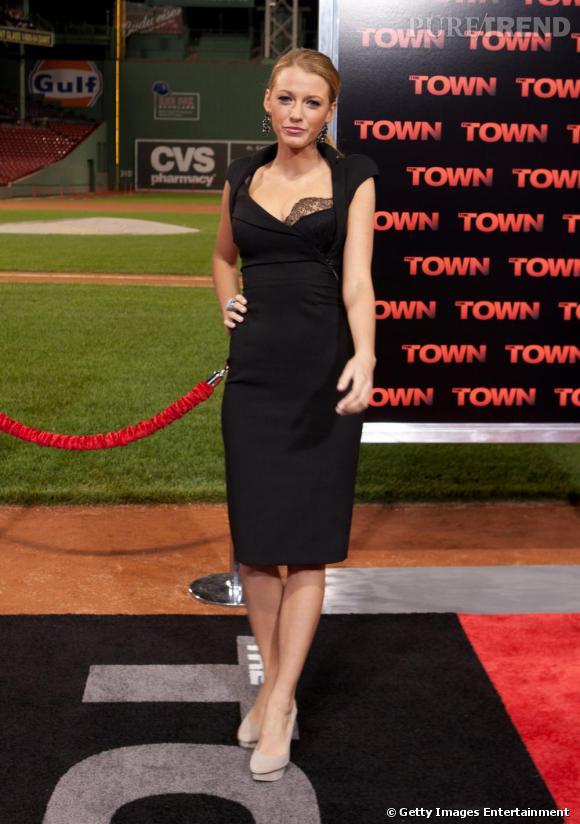 Si toutes les robes semblent aller à Blake, ce modèle Antonio Berardi sublime à merveille sa silhouette.