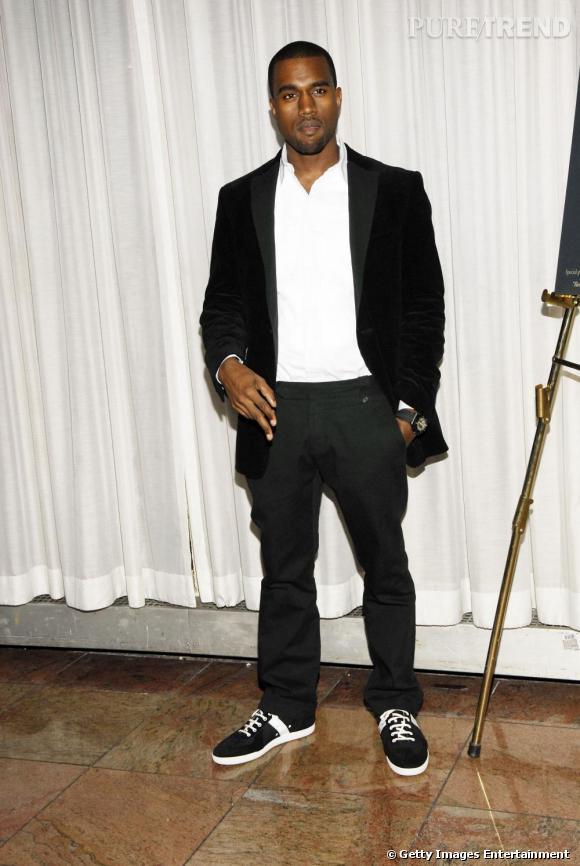 En 2007, Kanye prouve qu'il est également capable de sobriété. La touche personnelle, les sneakers qui ne le quittent jamais.