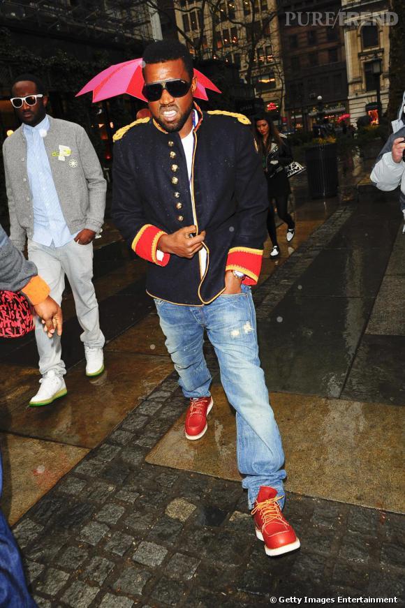 En 2009, Kanye n'aime pas la pluie, mais surtout il déteste salir ses beaux habits !