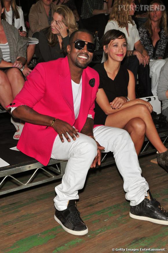 Au défilé 3.1 Phillip Lim, Kanye faisait sensation avec sa veste fuchsia.