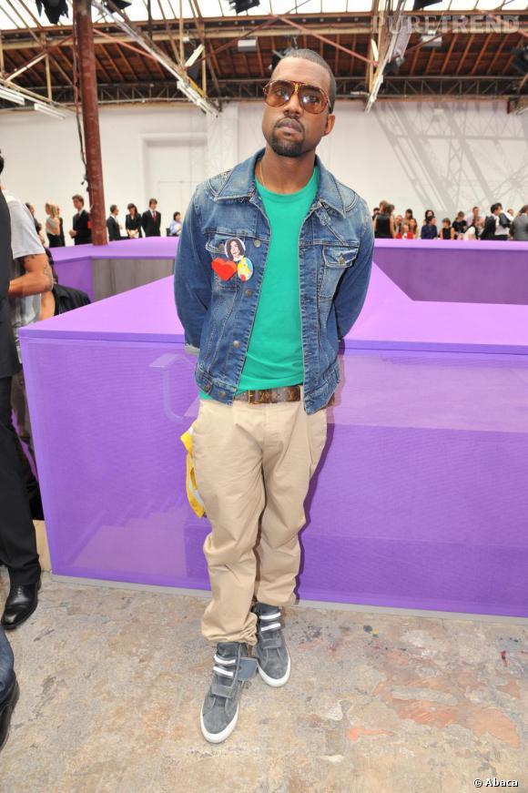 De tous les défilés, Kanye apporte sa touche hip hop trendy aux shows les plus sophistiqués comme ici chez Louis Vuitton homme en 2008.