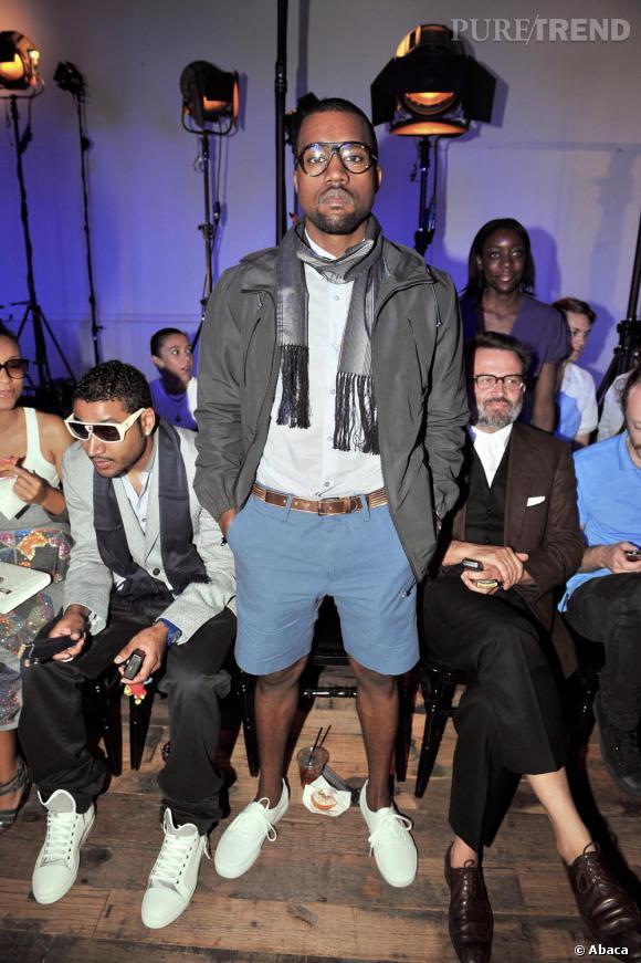 Grand amateur du look geek, Kanye a démocratisé ce stylee et l'a rendu définitivement hype.