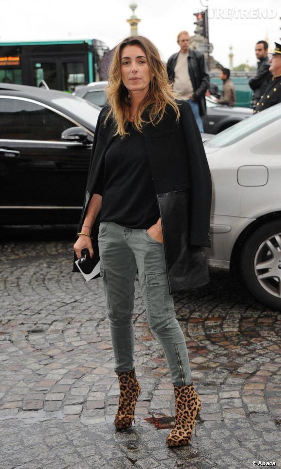 Mademoiselle Agnes devant l'hôtel Crillon pour le défilé Balenciaga.