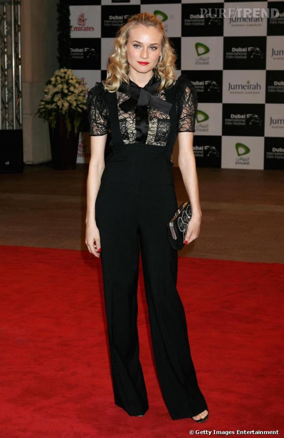 Comme Diane Kruger , on associe son pantalon d'homme à une blouse en dentelle.