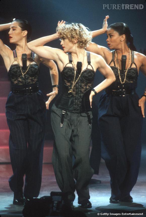 A la fin des 80's, Madonna révèle tout le sex-appeal du look masculin-féminin.