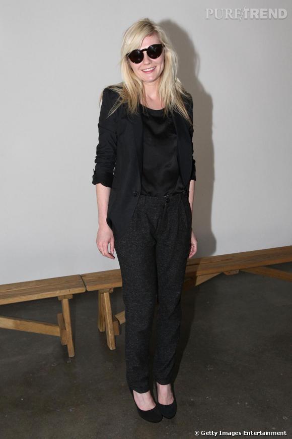 Comme Kirsten Dunst , on choisit un accessoire décalé mais trendy pour un look des plus branchés.