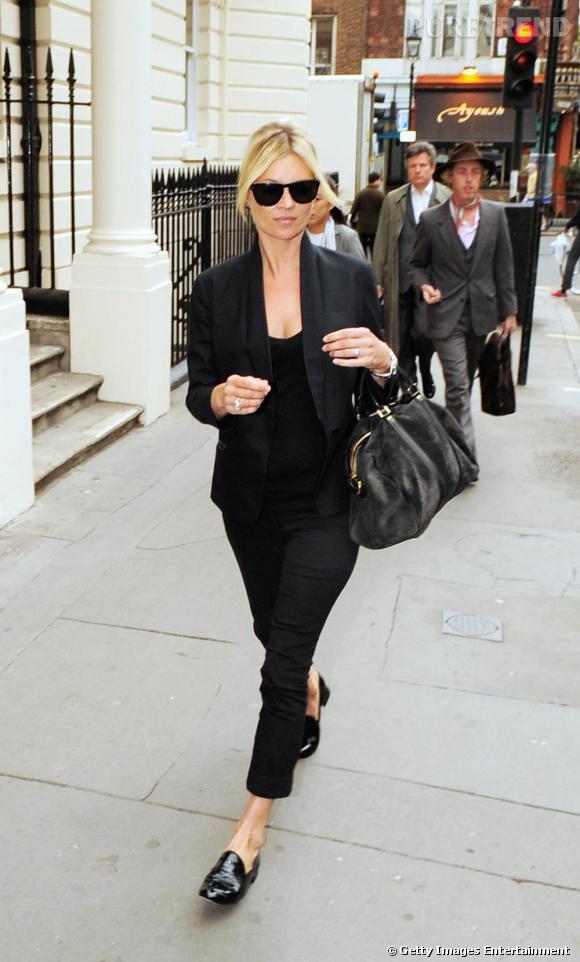 Comme Kate Moss , on se fait un look Blues Brothers avec des mocassins vernis.
