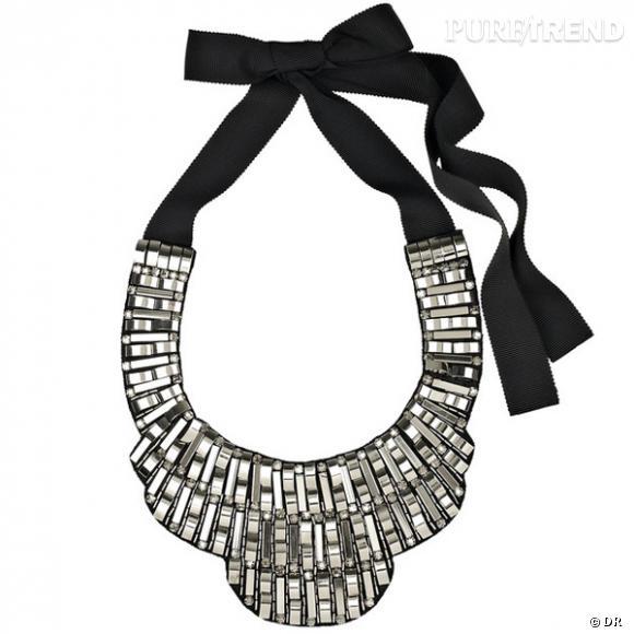 Collier Oscar de la Renta  Plastron ruban en perles de cristal taille baguette. Prix : 888,81 € En vente sur net-a-porter.com