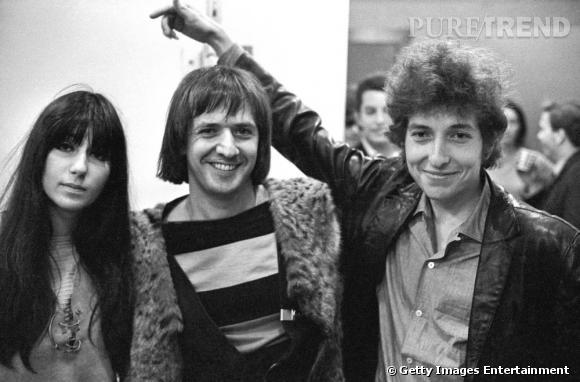 """L'année suivante en 1965, le duo devient officiellement Sonny & Cher. On pense bien sûr au désormais culte """" I Got You Babe """" qui sonne le début de la gloire."""