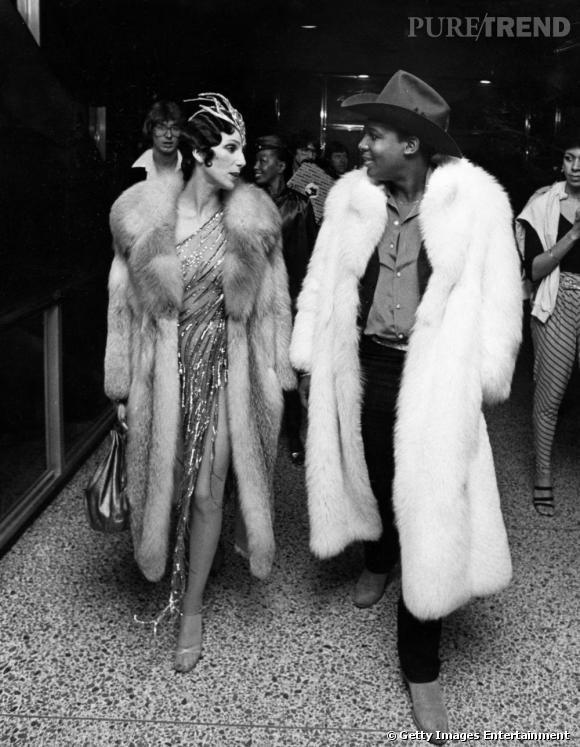 Toujours très portée sur les looks de scène exubérants et glitter, Cher se fait plus diva emmitouflée de fourrures.