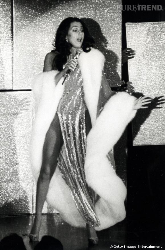 Sur scène, Cher reste la reine de la pop bien avant les Madonna et autres Britney Spears...